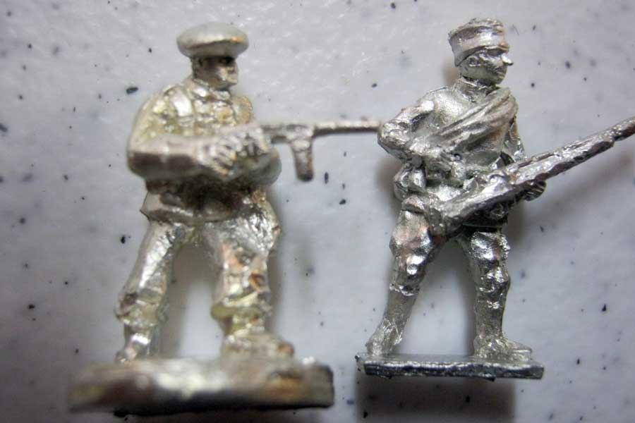 Friend Or For Romanian Mountain Troops Pack ROM19 compared with Warmodelling (Fantassin) Russian Infantryman.