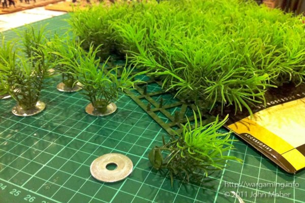View of the rounded base of the plastic grasses.