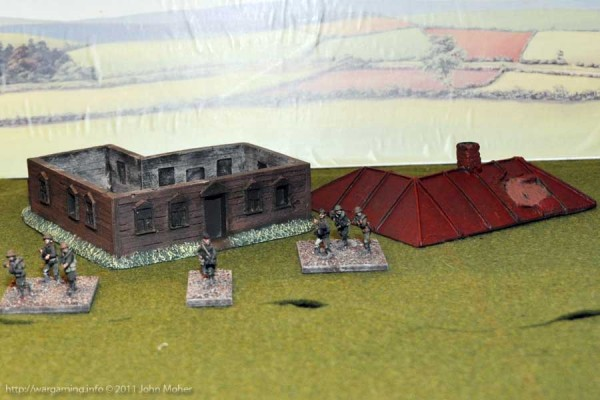 LM15 Medium sized Russian House with Weapons Pit - Roof Removed