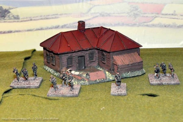 LM15 Medium sized Russian House with Weapons Pit - Front View