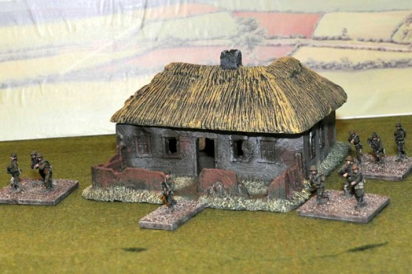 LM36 medium sized Russian Cottage - Front View