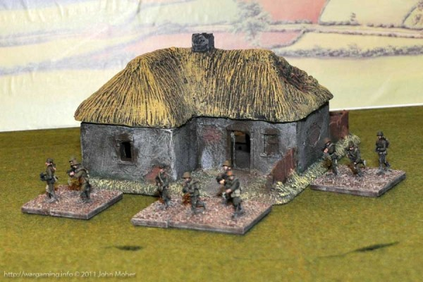 LM36 medium sized Russian Cottage - Rear View